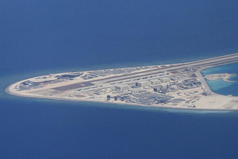 Pangkalan militer Cina di Pulau Spratly
