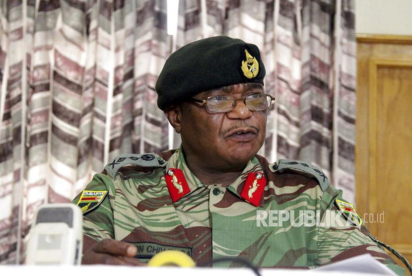 Panglima Pasukan Pertahanan Zimbabwe Jenderal Constantino Chiwenga.