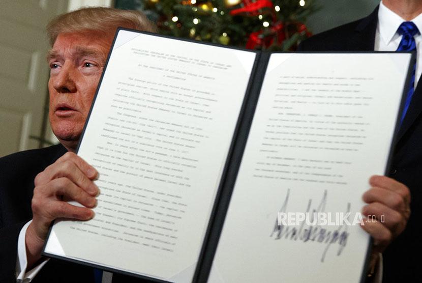 Presiden Amerika Serikat, Donald Trump secara resmi mengakui Yerusalem sebagai ibukota Israel. Hal ini disampaikannya di Gedung Putih, Washington DC, Rabu (6/12) waktu setempat atau Kamis (7/12) WIB.