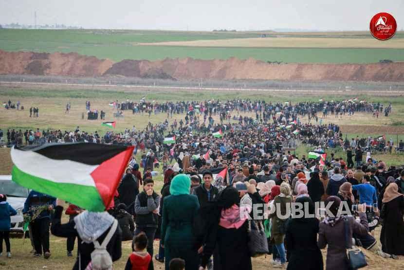 Ribuan masyarakat Gaza bergerak menuju perbatasan Palestina-Israel, Jumat (30/3).