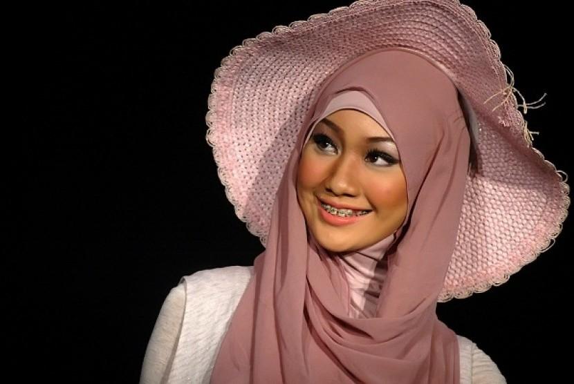 Model memperagakan busana muslim elhijab (Ilustrasi)