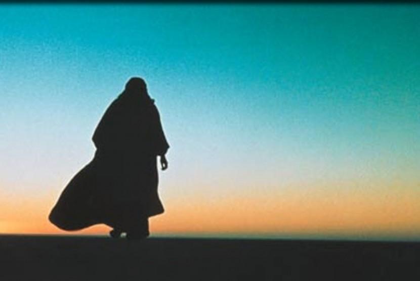 Abu Dzar termasuk golongan sahabat yang mula-mula memeluk Islam.
