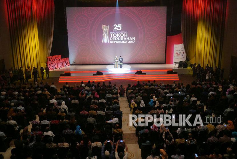 Acara penganugerahan Tokoh Perubahan Republika di Djakarta Theater, Jakarta Pusat, Selasa (10/4).