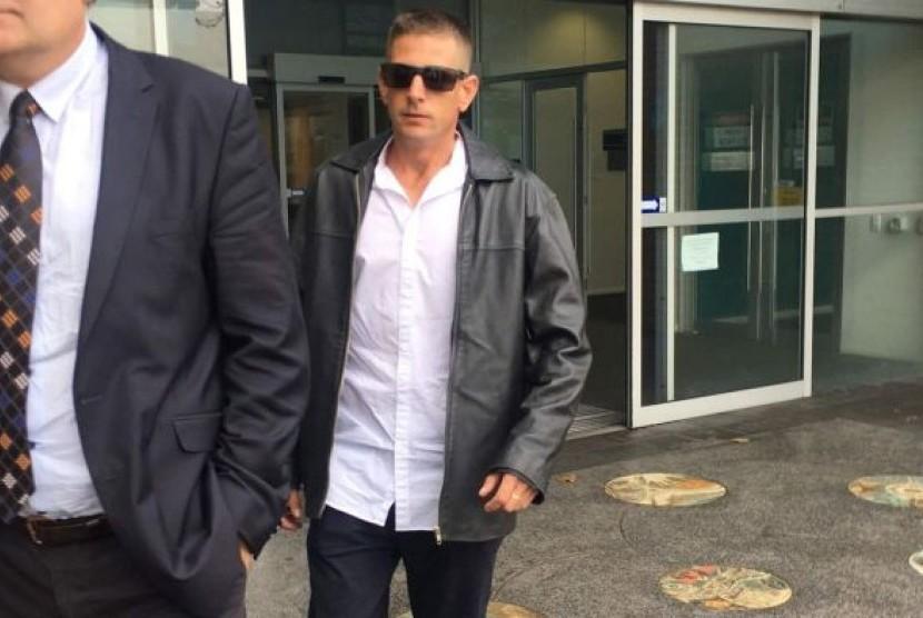 Adam David Peters di luar gedung pengadilan Fremantle Magistrates Court.
