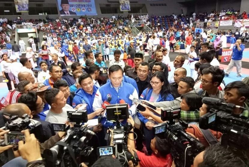 Agus Yudhoyono saat memberikan keterangan pers di Sport Mall Mahaka Square, Kelapa Gading, Jakarta Timur, Sabtu (25/2).