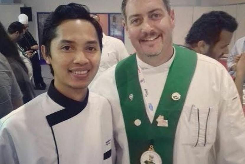 Ahmad Robie (kiri), alumni Akademi Pariwisata (AKPAR) BSI Yogyakarta berhasil meraih gelar Best Decoration.