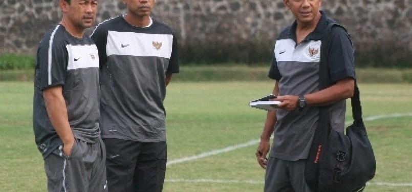 Aji Santoso (kiri) dan Widodo C Putro (tengah) merupakan bagian timnas Indonesia saat mempersembahkan medali emas SEA Games 1991.