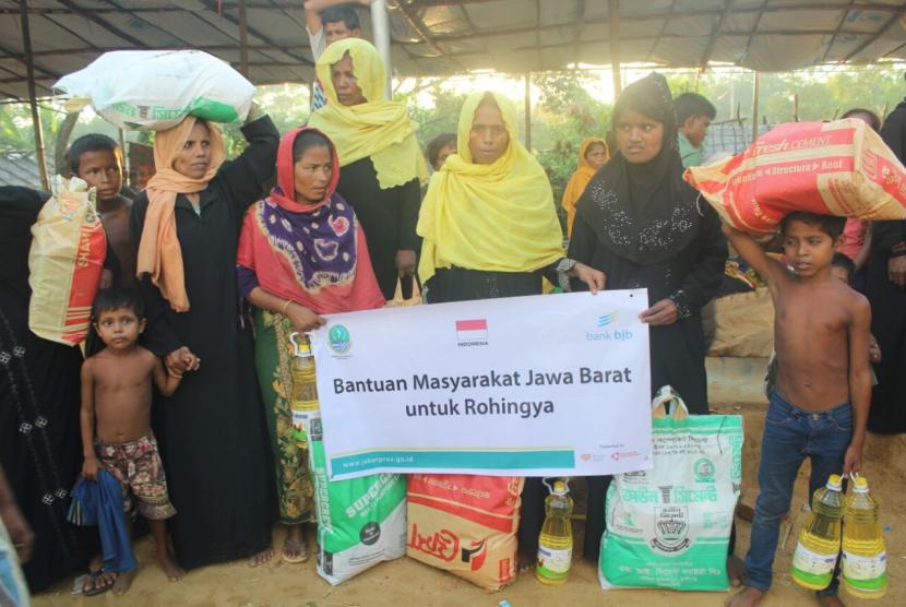 AKIM mendistribusikan 5.000 paket pangan untuk pengungsi Rohingya.