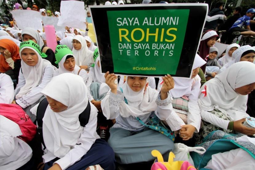 Ratusan siswa yang tergabung dalam Rohani Islam (Rohis) melakukan aksi cinta Rohis. ilustrasi