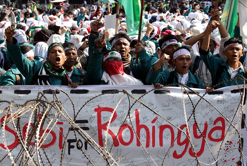 Aksi massa mengutuk kebiadaban militer Myanmar terhadap warga Rohingya di depan Kedubes Myanmar, Jakarta, Jumat (8/9).
