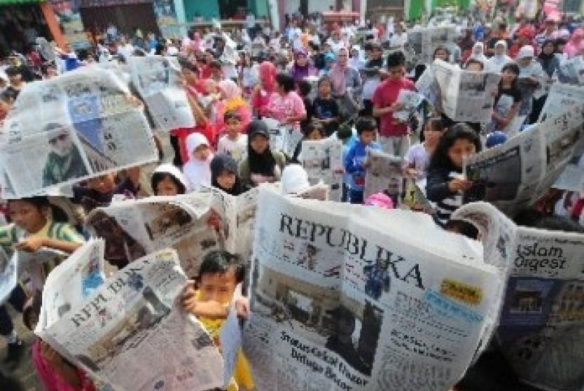 Warga Makassar Lebih Suka Baca Koran Daripada Media Daring