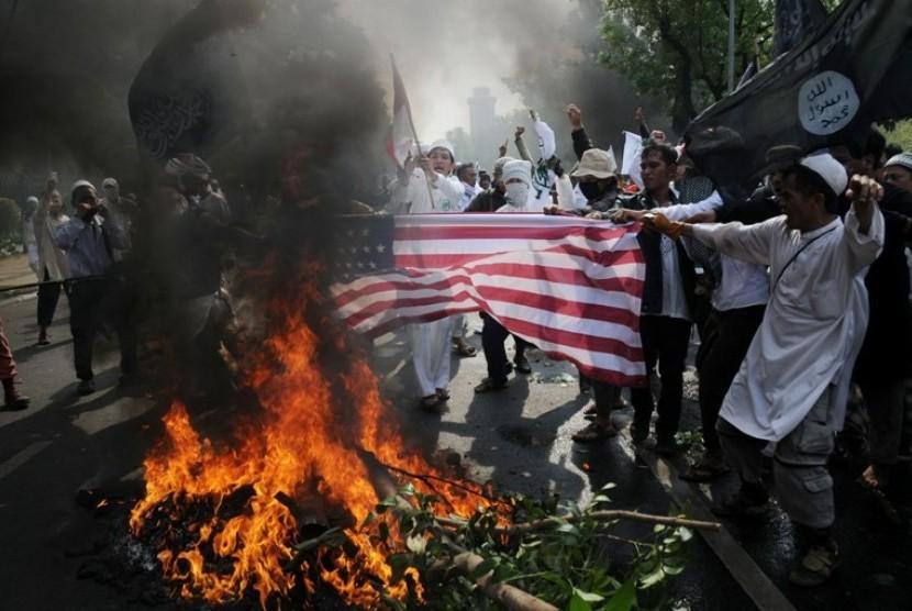 Aksi menentang film 'The Innocence of Muslim' di depan Kedubes AS di Jakarta Senin (17/9)
