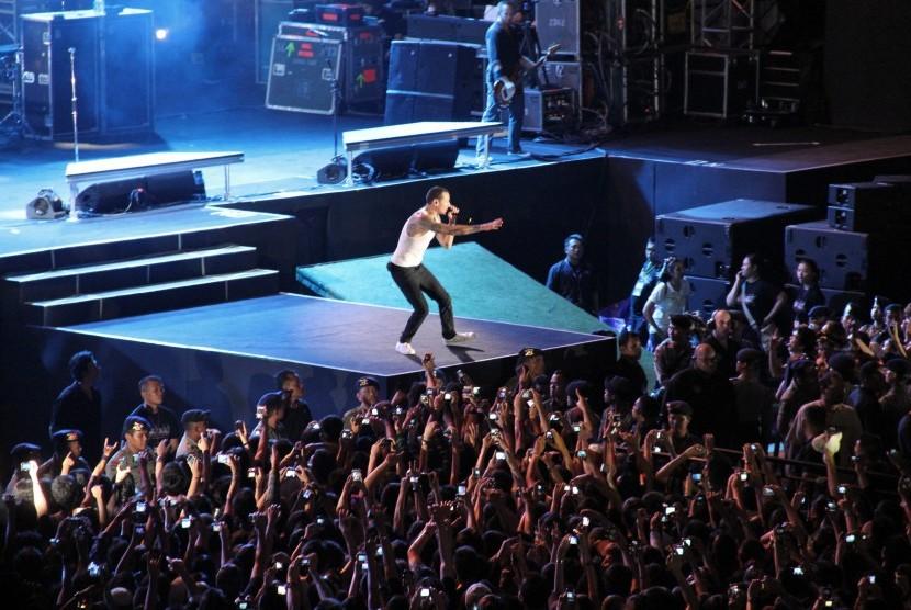 Linkin Park Rilis Album dari Tur Terakhir Chester Bennington