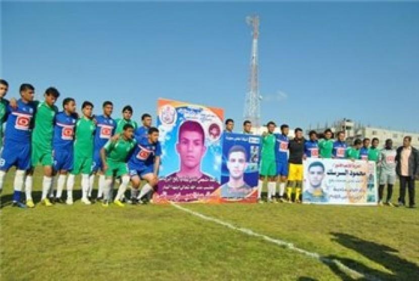 Aksi solidaritas untuk stiker timnas Palestina, Mahmoud al-Sarsak yang ditahan Israel