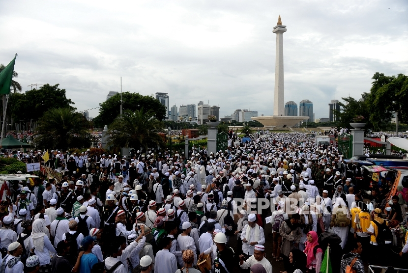 Super peaceful rally of Aksi Bela Islam III (Action to Defend Islam) was held at National Monument, Jakarta, Friday (Dec 2, 2016). Action with same mission will be held on March 31, 2017. .