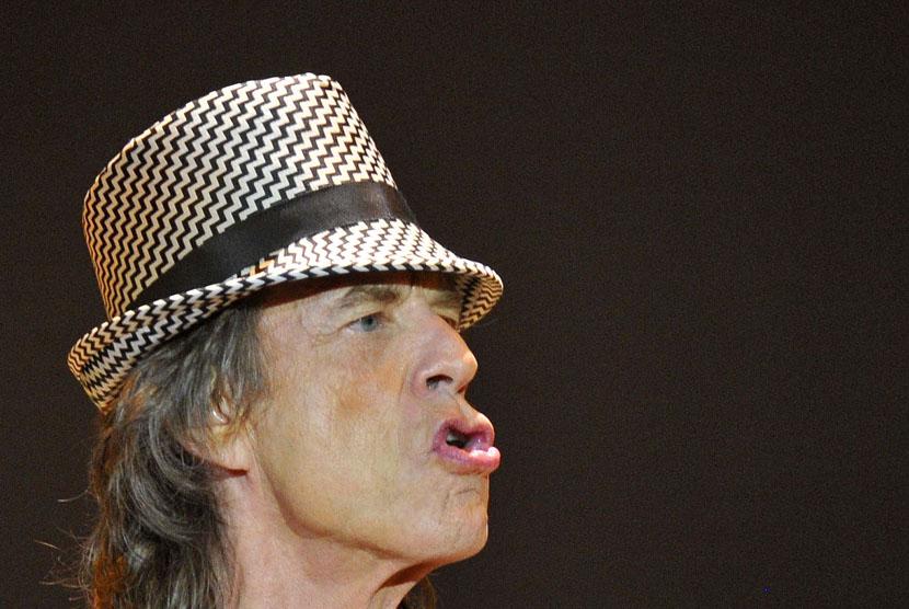 Konser grup musik legendaris Rolling Stones di London,Ahad (25/11).  (Reuters/Toby Melville)