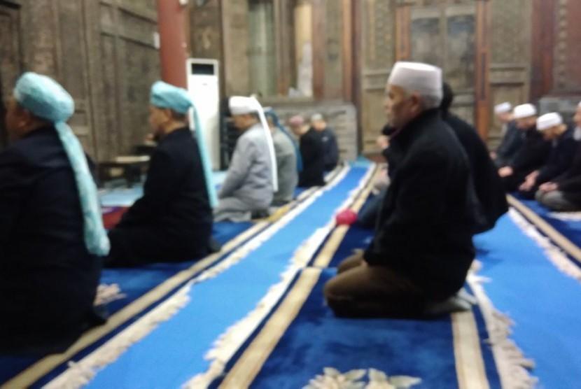 Aktivitas di Masjid Huajue, Xian, Cina, Jumat (27/10).