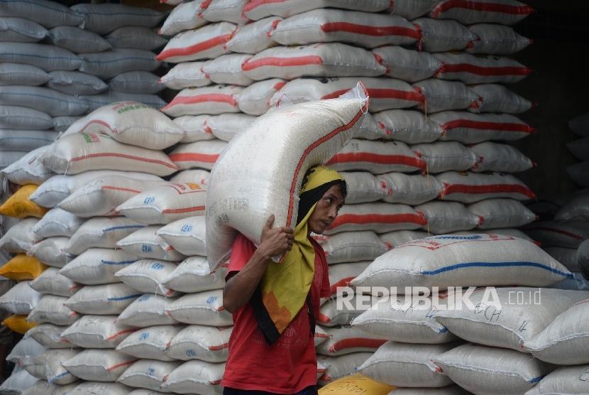 Stok Beras Pasar Induk Cipinang Masih Aman