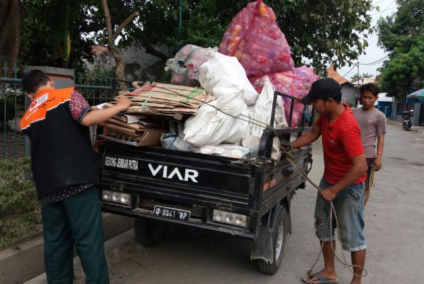Bank Sampah Bikin Lingkungan Makin Asri
