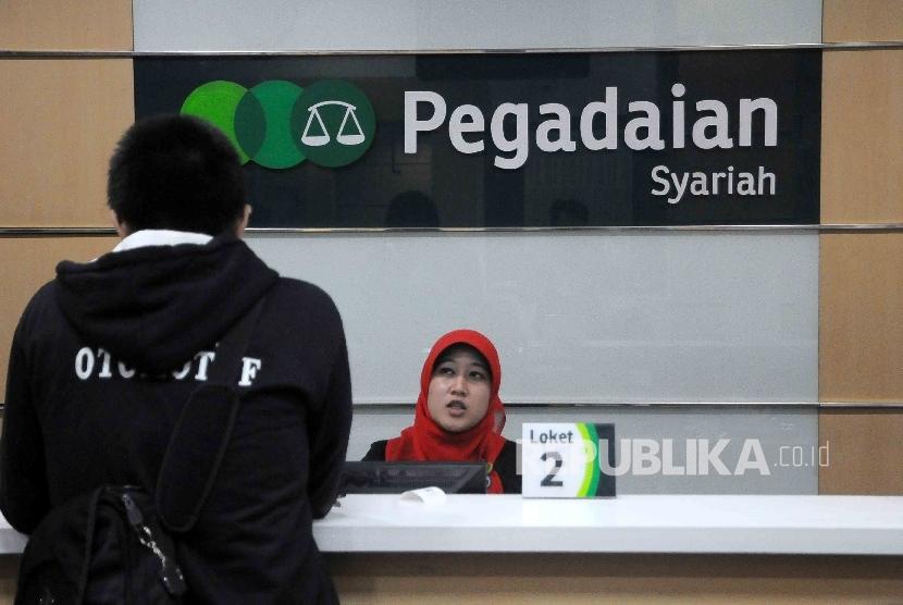 Aktivitas pelayanan nasabah di Pegadaian Syariah Jakarta, Rabu (1/6).