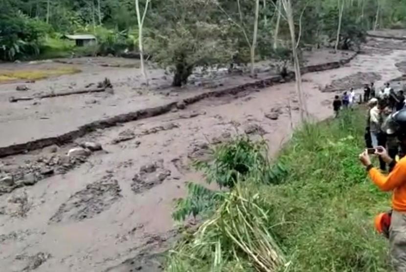 Hujan Guyur Karangasem, Aliran Lahar Dingin Makin Deras