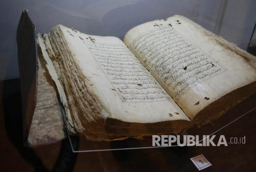 Alquran yang ditulis di atas kertas daluang  di Museum Sri Baduga, Kota Bandung (Ilustrasi)