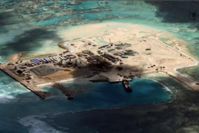 Amerika Serikat berulang kali meminta Cina menghentikan kegiatan membuat pulau-pulau buatan di wilayah Laut Cina Selatan yang dipersengketakan.