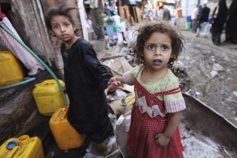Anak-anak di tengah konflik di Yaman.