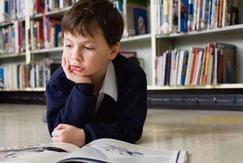 Anak baca buku/ilustrasi
