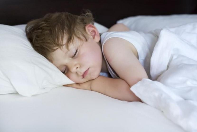 Anak tidur pulas dan belum bisa mengontrol saat mau buang air kecil