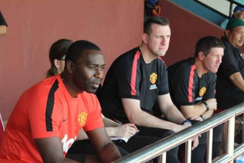 Andy Cole dan tim pelatih dari Manchester United Soccer School memantau langsung proses seleksi tahap Province Round di Jakarta.