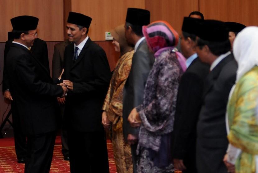 Pakar ekonomi, Anggito Abimanyu dilantik menjadi Dirjen Penyelenggara Haji dan Umroh Kementerian Agama (Kemenag) di Kantor Kemenag, Jakarta, Selasa (26/6). (Aditya Pradana Putra/Republika)