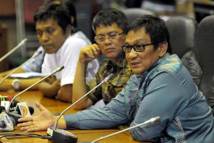 Anggota DPR Inas Nasrullah Zubir (kanan)