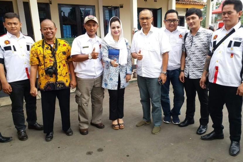 Anggota DPR Fraksi Partai Gerindra, Novita Wijayanti dengan masyarakat Kabupaten Banyumas.