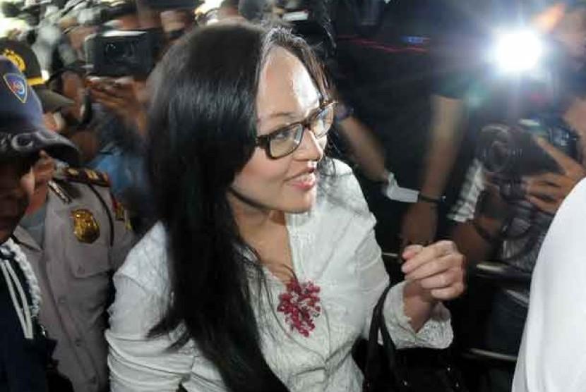 Anggota DPR RI dari Partai Demokrat, Angelina Sondakh resmi ditahan KPK, Jumat (27/4).