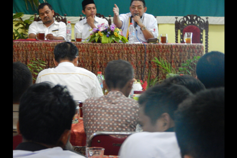 Anggota FPKS MPR RI Gamari Soetrisno (kanan).