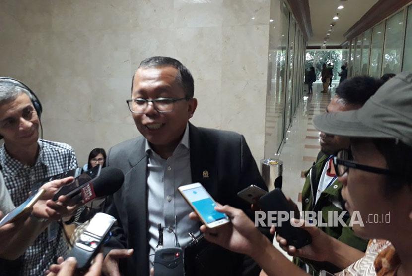 Legislator: Rapat dengan Ketua MK di Hotel Sambil Refreshing