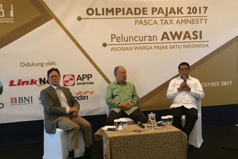 anggota Komisi XI DPR RI Mukhamad Misbakhun (kanan) di Annex Building, Wisma Nusantara Thamrin, Jakarta, Kamis (7/12).