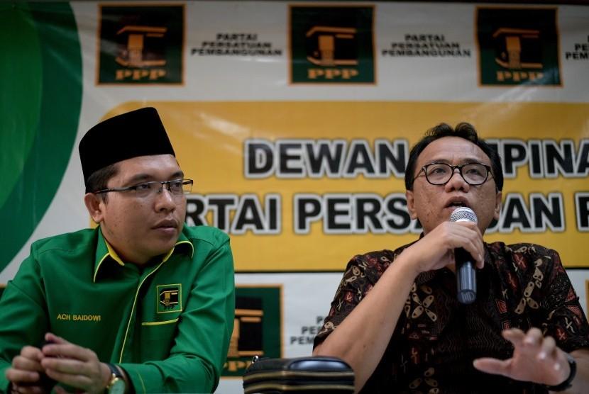 Anggota Pansus Pemilu dari Fraksi PPP Achmad Baidowi (kiri).