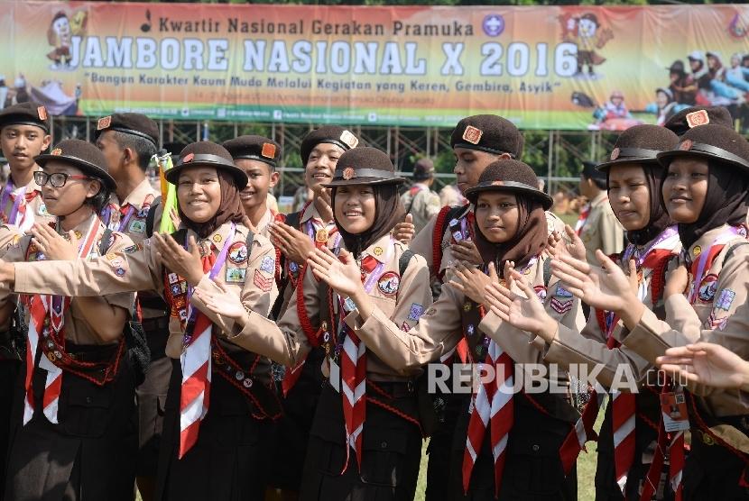 Anggota pramuka mengikuti Jambore Nasional (Jamnas) X di Bumi Perkemahaan Cibubur, Jakarta Timur, Ahad (14/8).