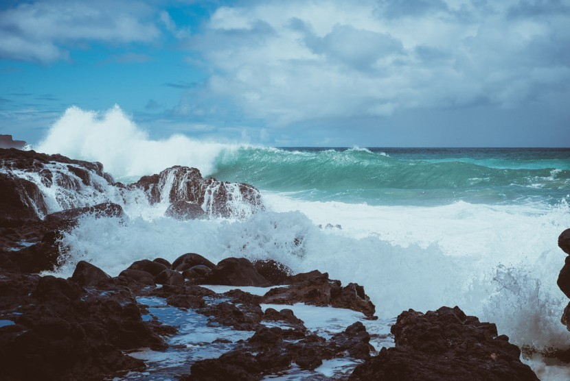 Angin kencang, ombak tinggi (ilustrasi).