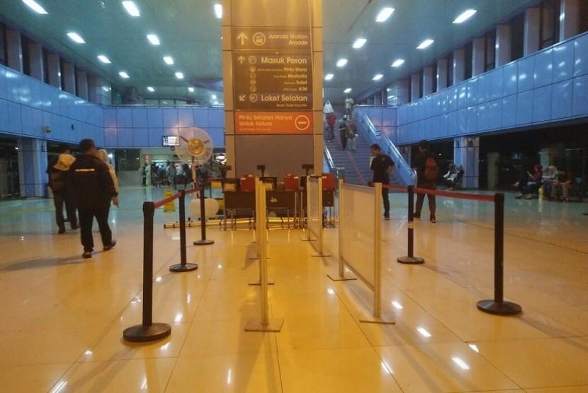 Antisipasi membeludaknya penumpang Aksi 1712, Stasiun Juanda menyiapkan 10 loket  tambahan, Jakarta, Sabtu (1612).