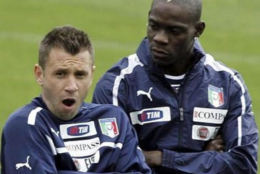 Antonio Cassano (kiri) dan Mario Balotelli (kanan)