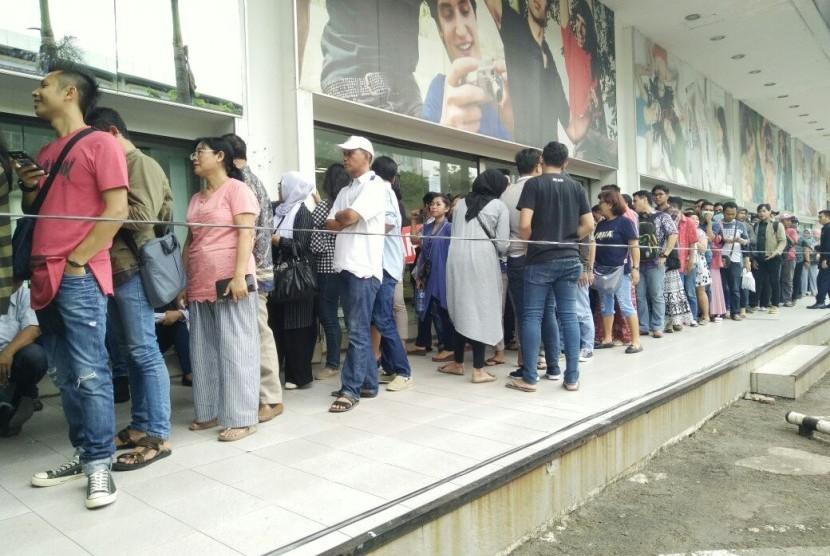 Antrean panjang pengunjung gerai Lotus di Jalan Wahid Hasyim, Jakarta Pusat. (ilustrasi).