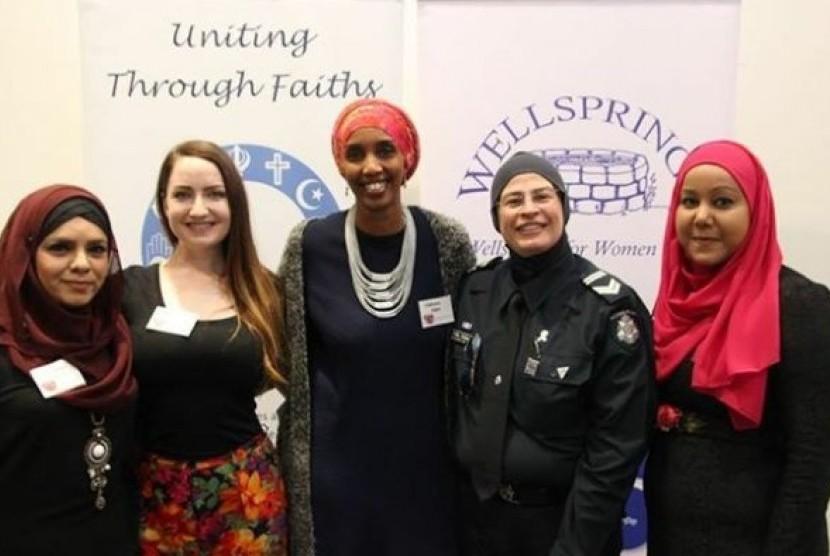 April Robinson (kedua dari kiri) bersama sejumlah pembicara di acara The Resilient Women Forum di Melbourne.