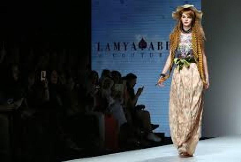 Kemewahan Gaun Putri Dongeng di Arab Fashion Week