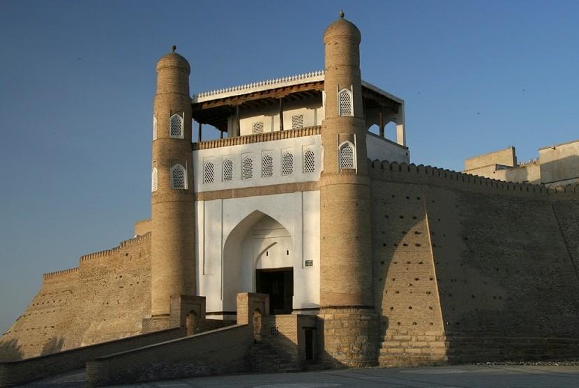 Ark Citadel (Benteng Bahtera) di Kota Bukhara, Uzbekistan.