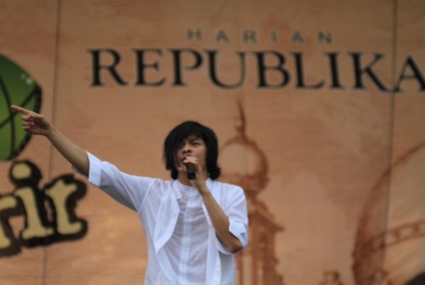 Armand Maulana, Vokalis Grup Band GIGI