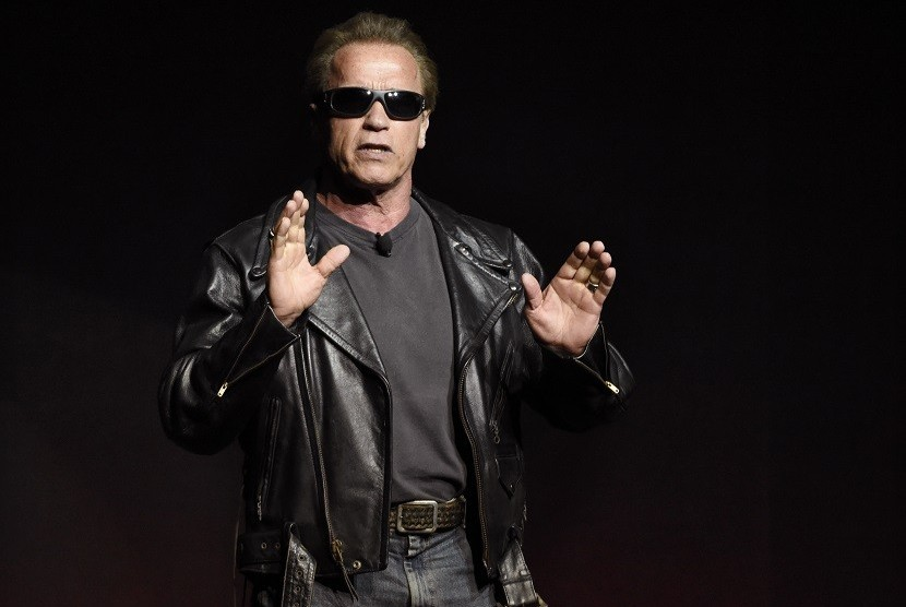 Arnold Schwarzenegger Canggung Bernyanyi di Film Terbaru