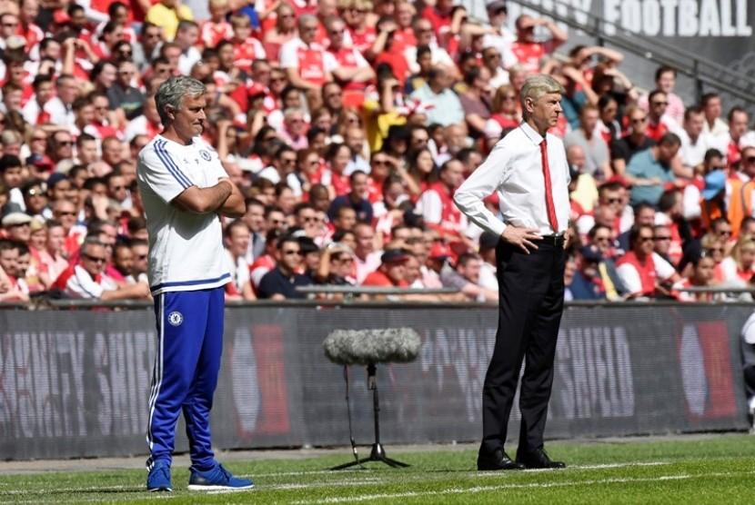 Arsene Wenger (kanan) dan Jose Mourinho